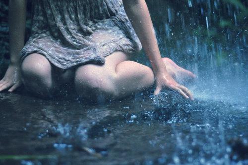 tired-alone-girl-rain-sad-favim-com-408942