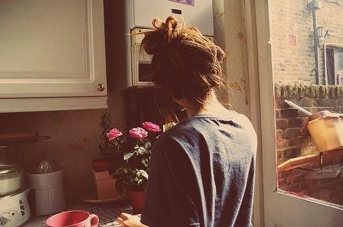 cute-flowers-girl-house-kitchen-morning-Favim.com-74213